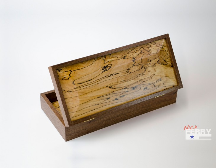 Walnut and Maple Keepsake Box 02